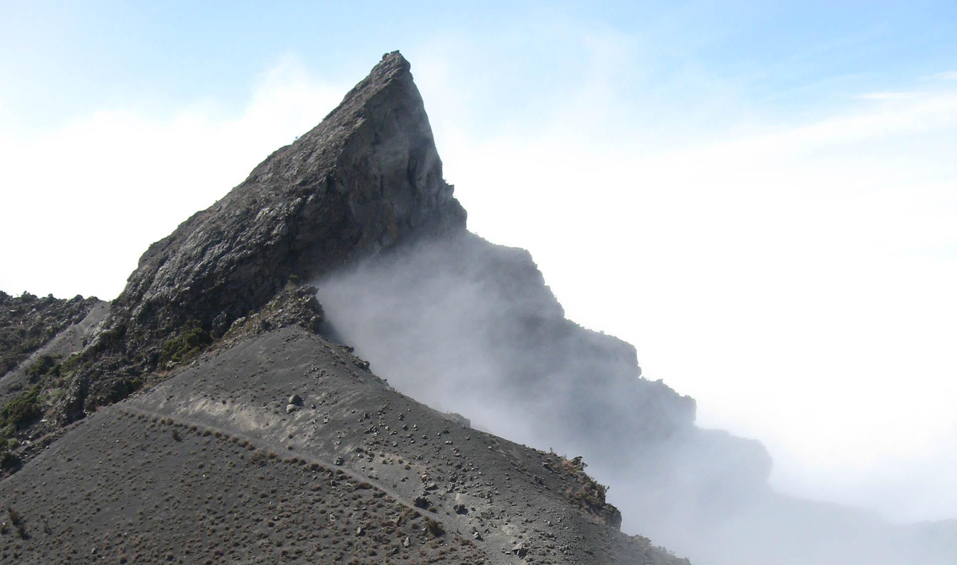 Mount_Meru